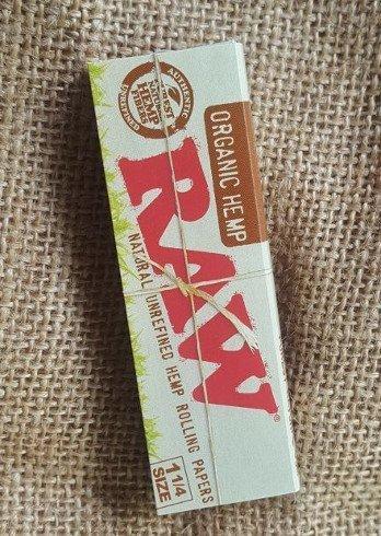 RAW Organic Hemp 1 & 1/4 rolling paper 1